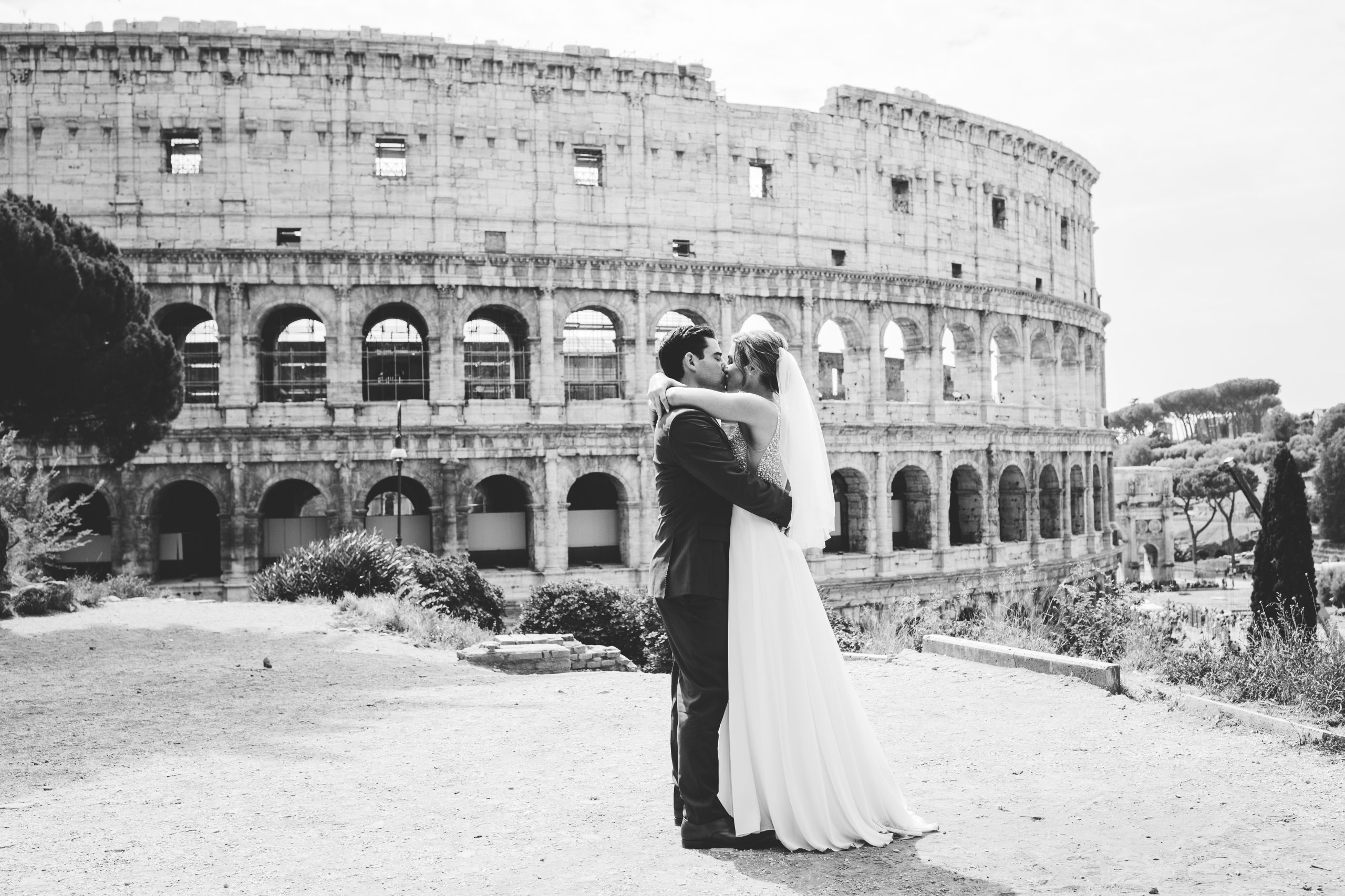Bride and groom colosseum Rome wedding pictures
