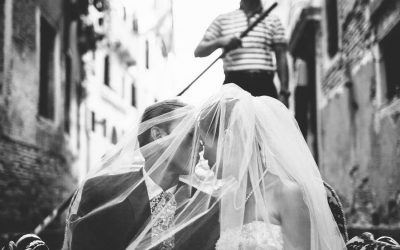 Venice wedding photographer – on the gondola